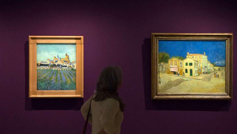 Twee schilderijen op een expositie van het werk uit Arles van Van Gogh in Arles. Beeld ANP
