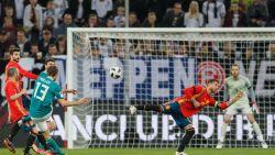 Oefenen richting WK: Genieten van Iniesta en Müller in duel der wereldkampioenen - Ronaldo schenkt Portugal in blessuretijd de zege