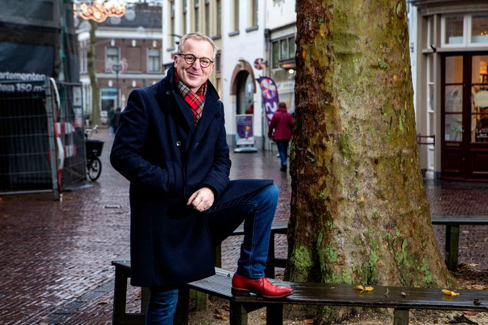 Harm Wesselink mag zich hard om LHBTI'ers zich maar op hun gemak te laten voelen in Zutphen. ,,Er moeten mensen opstaan om ervoor te zorgen dat echt iedereen omarmd wordt. Daar help ik graag bij'', aldus de man van presentator en Zutphenaar Harm Edens.