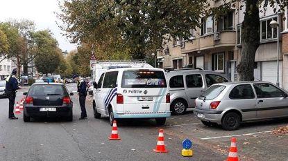 Wegpiraat botst met gestolen auto op politiecombi