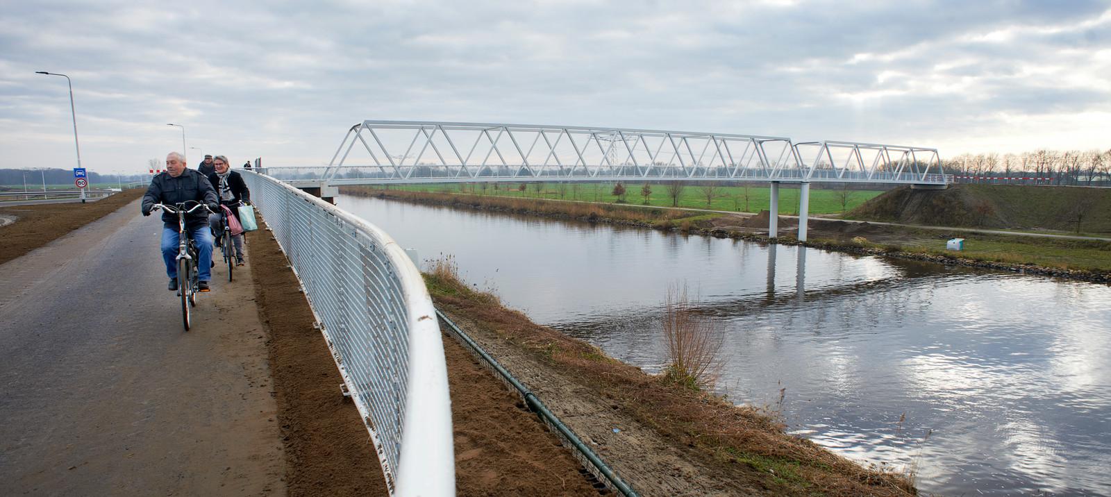 Fietsbrug over de Zuid Willemsvaart bij de N279, ter hoogte van de Runweg in Berlicum.
