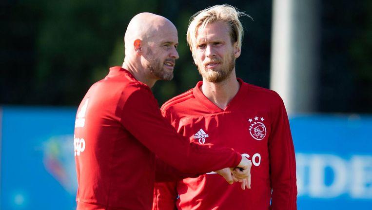 Erik ten Hag in overleg met Christian Poulsen (r) Beeld anp