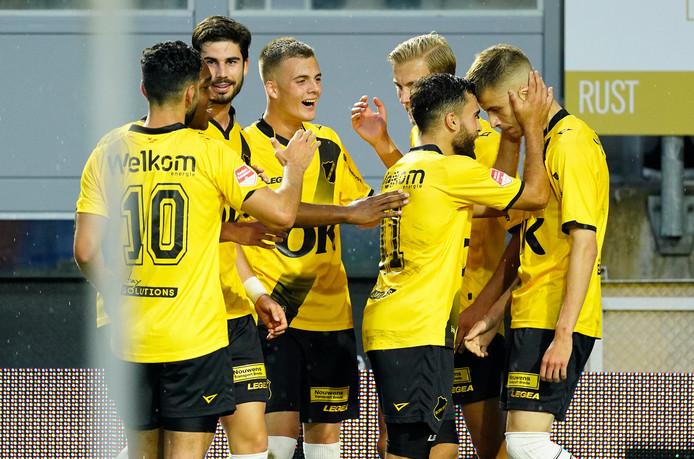 Van links naar rechts: Dogan, Mashart, Monsalve, Ivan Ilic, Stokkers, El Allouchi en Luka Ilic. Grote vreugde na de 5-1 zege.