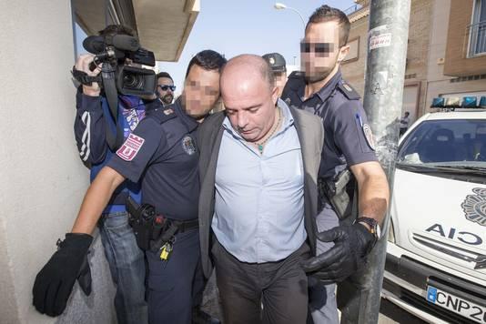 Constantine Stan, een van de verdachten van de moord op Ingrid Visser en haar partner Lodewijk Severein, wordt het gerechtsgebouw binnengebracht.