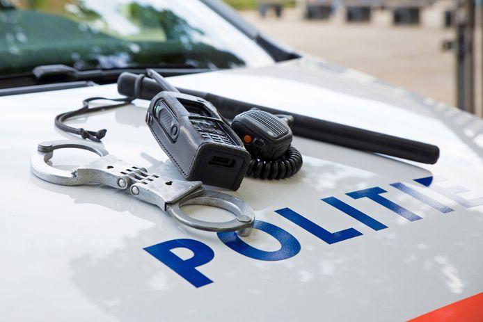 stockadr politie politiewagen politieauto handboeien wapenstok mobilofoon