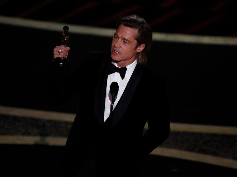 Brad Pitt met het felbegeerde beeldje. Beeld EPA