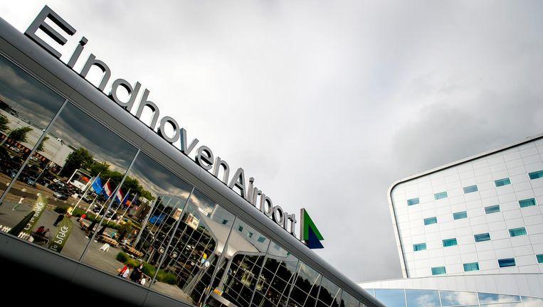 Eindhoven Airport is vanochtend kort ontruimd na de vondst van een verdacht koffertje. Het bleek ongevaarlijk. Beeld ANP