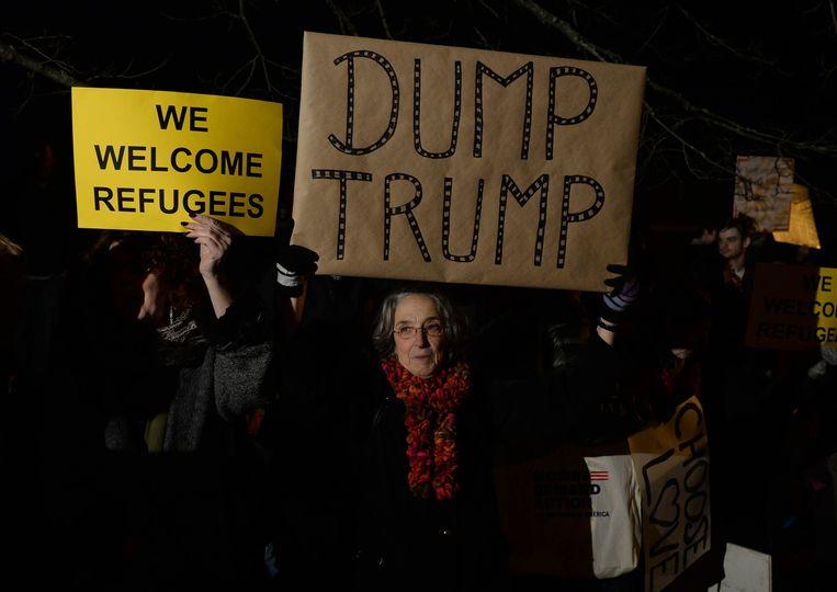 Mensen demonstreren tegen Trump in New Hampshire. Beeld getty