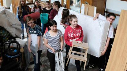 Leerlingen helpen De Meerpaal verhuizen