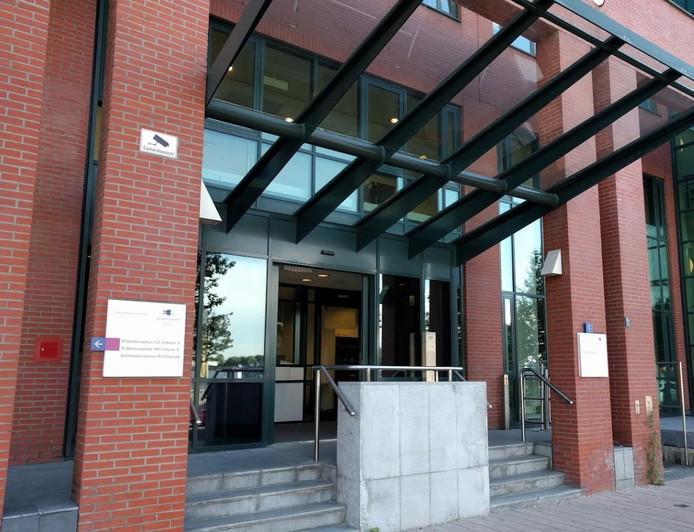 De extra beveiligde rechtbank in Rotterdam.