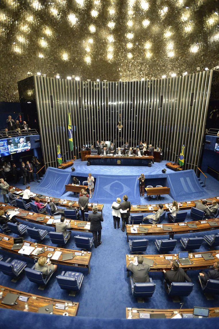 Braziliaanse senatoren vergaderen vanavond over de afzettingsprocedure.