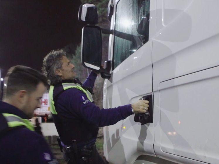 Politie zet grote middelen in om trucker wakker te krijgen