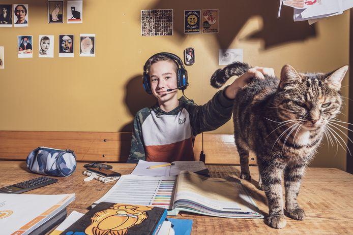 Simon Frelink (12) kreeg als kleuter de diagnose 'zwakbegaafd' maar gaat nu gewoon naar een reguliere school voor voortgezet onderwijs.