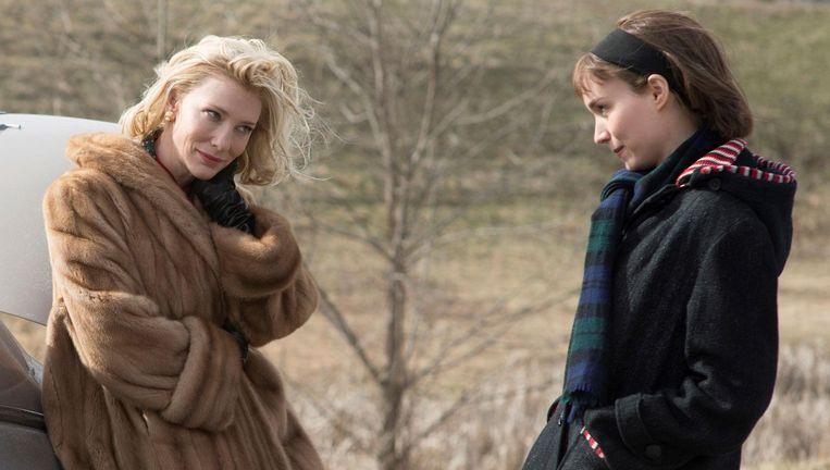 Cate Blanchett en Rooney Mara in de liefdesfilm Carol. Beeld