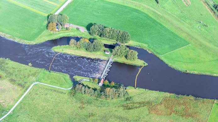 De kracht van het water bij Vechterweerd is goed zichtbaar op deze luchtfoto van Thomas Klomp.