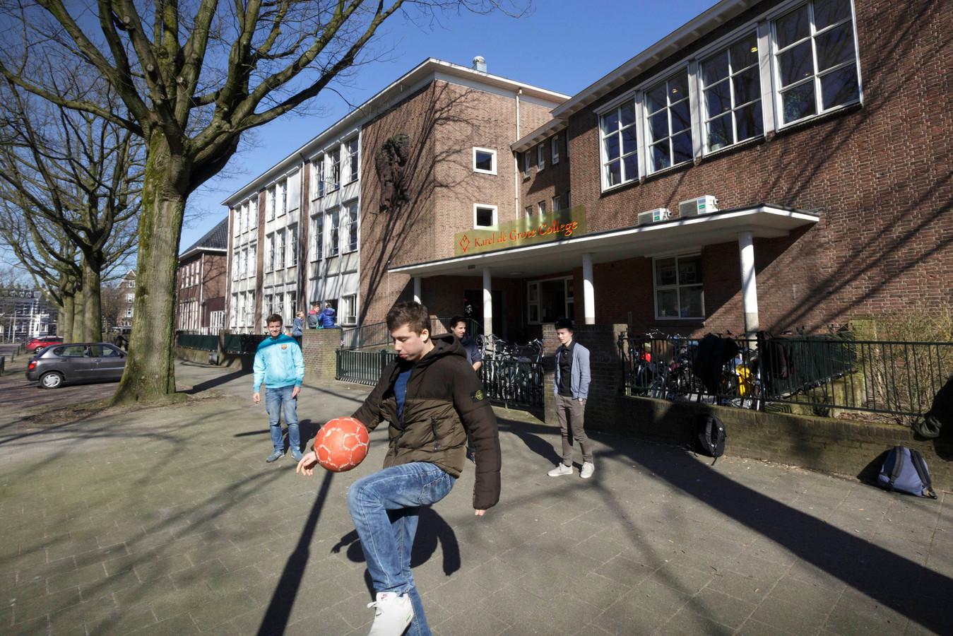 Het Karel de Grote College aan de Wilhelminasingel in Nijmegen.