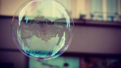 Sofie brengt NTGent prachtig in beeld dankzij weerspiegeling in zeepbel