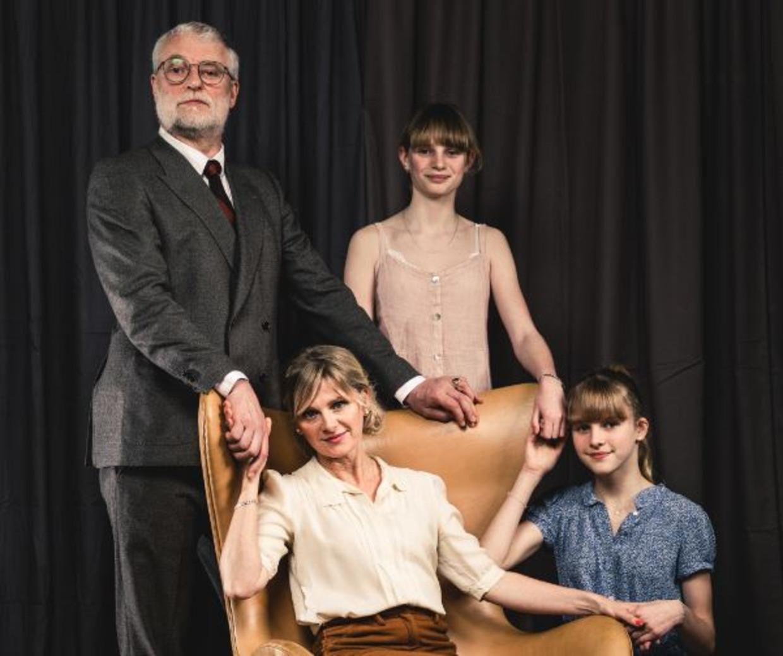 Acteursgezin An Miller en Filip Peeters en tienerdochters Louisa en Leonce spelen het gezin DeMeester.