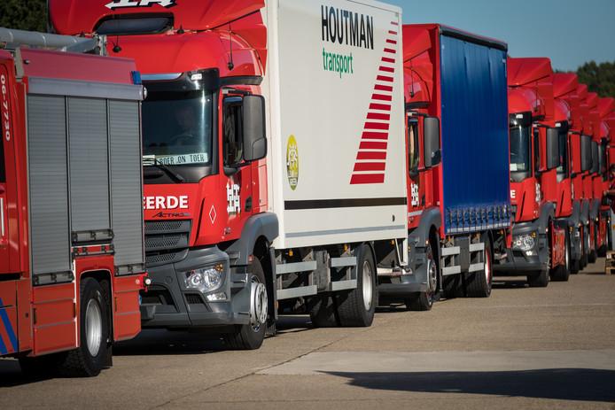 Een lange rij vrachtwagens stond klaar bij TSN aan de Molenweg voor Truckersdag Heerde.
