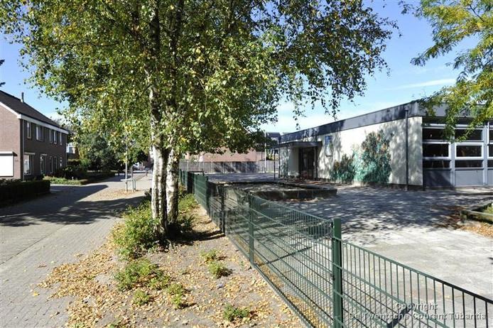 Het terrein van de leegstaande school De Zonnebloem. Goossen Te Pas wil de contouren behouden.
