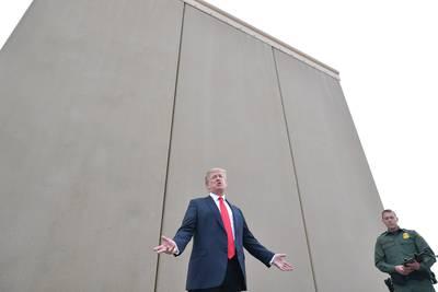 Pentagon deblokkeert 1 miljard dollar voor grensmuur van Trump