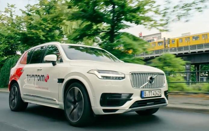 Acht laserscanners, zes radars, stereocamera's en een GPS-systeem meten waar de auto is en hoe de omgeving eruitziet.