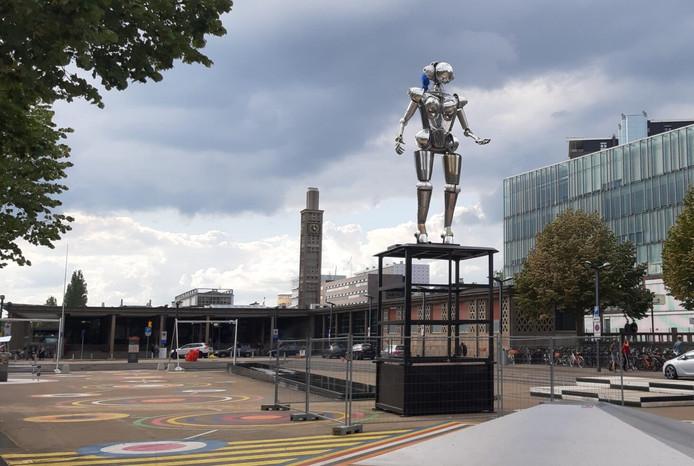 De robot op het Stationsplein is tijdelijk weggehaald