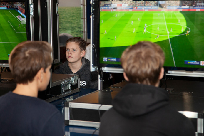 Opperste concentratie bij de deelnemers aan het FIFA E-sport Toernooi bij SV Argon in Mijdrecht.