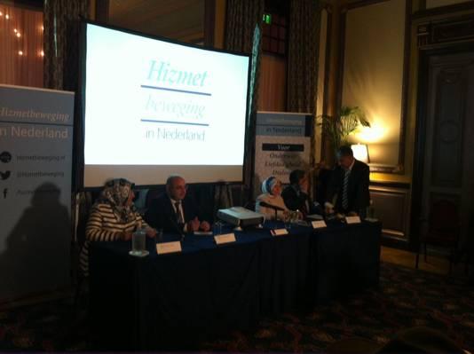 De persconferentie van de Hizmet-beweging.