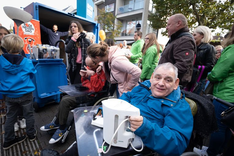 BORNEM De Grote Klein Elektro Strijd met Jonas Van Geel en Frances Lefebure in de Boomstraat