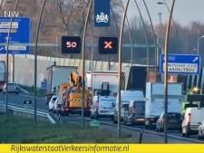 File bij Meerhoven-Zuid op N2 bij Eindhoven door vrachtwagen met pech