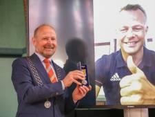 Scheidsrechter Björn Kuipers uit Oldenzaal heeft nu toch zijn lintje