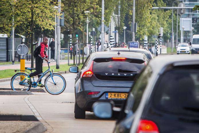 De Van Randwijcklaan in Amersfoort is één van de wegen waar kinderen relatief veel ongelukken krijgen.