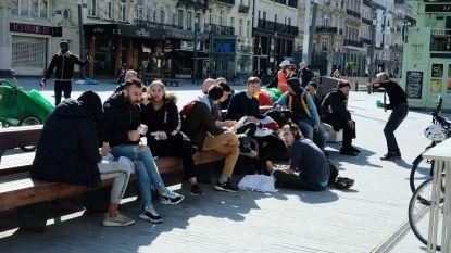 Mensen blijven hardnekkig dicht bij elkaar zitten: waarom dat geen goed idee is