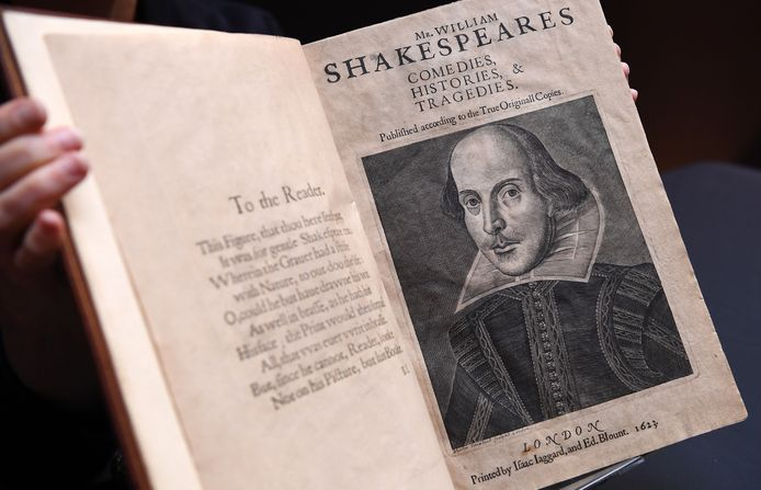 Een zeldzaam boek uit 1623 met verzameld werk van de Engelse schrijver William Shakespeare (1564-1616) is op een veiling in New York voor een recordbedrag van bijna 10 miljoen dollar verkocht.