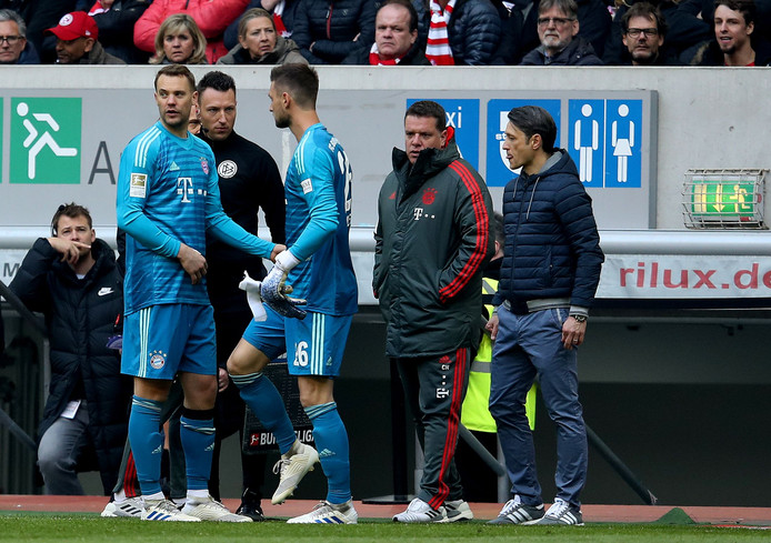 Manuel Neuer (l) wordt in Düsseldorf vervangen door Sven Ulreich.