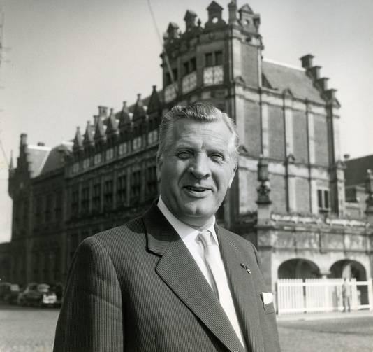 Chris Matser voor het Duivelshuis in Arnhem.