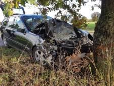Automobilist met spoed naar ziekenhuis na eenzijdig ongeluk