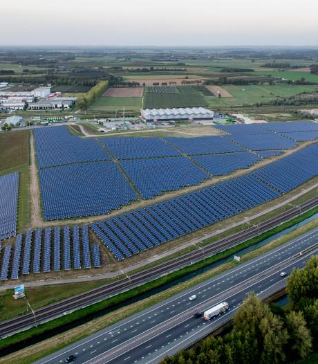 Eerste panelen zonnepark A12 Ede liggen er binnen een jaar