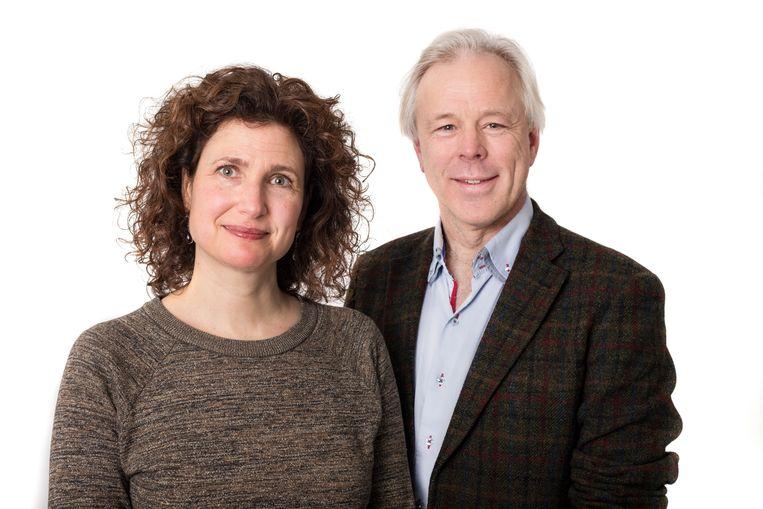 Jutka Halberstadt (l) is psycholoog en universitair docent kinderobesitas bij de Vrije Universiteit Amsterdam en Jaap Seidell is hoogleraar voeding en gezondheid bij de Vrije Universiteit Amsterdam. Beeld Maarten Steenvoort