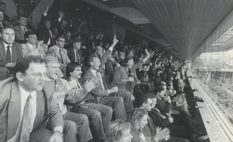 Sponsoren in de net geopende businesslounge in het Philips Stadion volgen achter glas de gebeurtenissen op het veld.