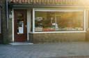 In 1937 werd aan de Vermeerstraat 2 de groentewinkel van M. Marck geopend. In 1961 kwam zijn schoonzoon G. de Kruijff in de zaak. Omstreeks 1970 zette die de winkel voort met zijn echtgenote. De zaak sloot in november 1998.