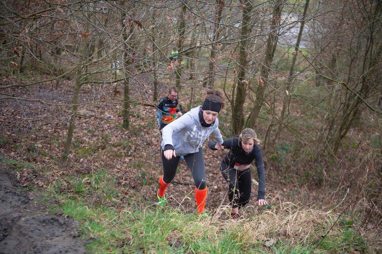 Het parcours ging door gras, modder, zand en bos zondagmiddag.