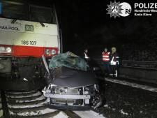 Vrouw (65) uit Lobith uit auto gered voor aanstormende trein