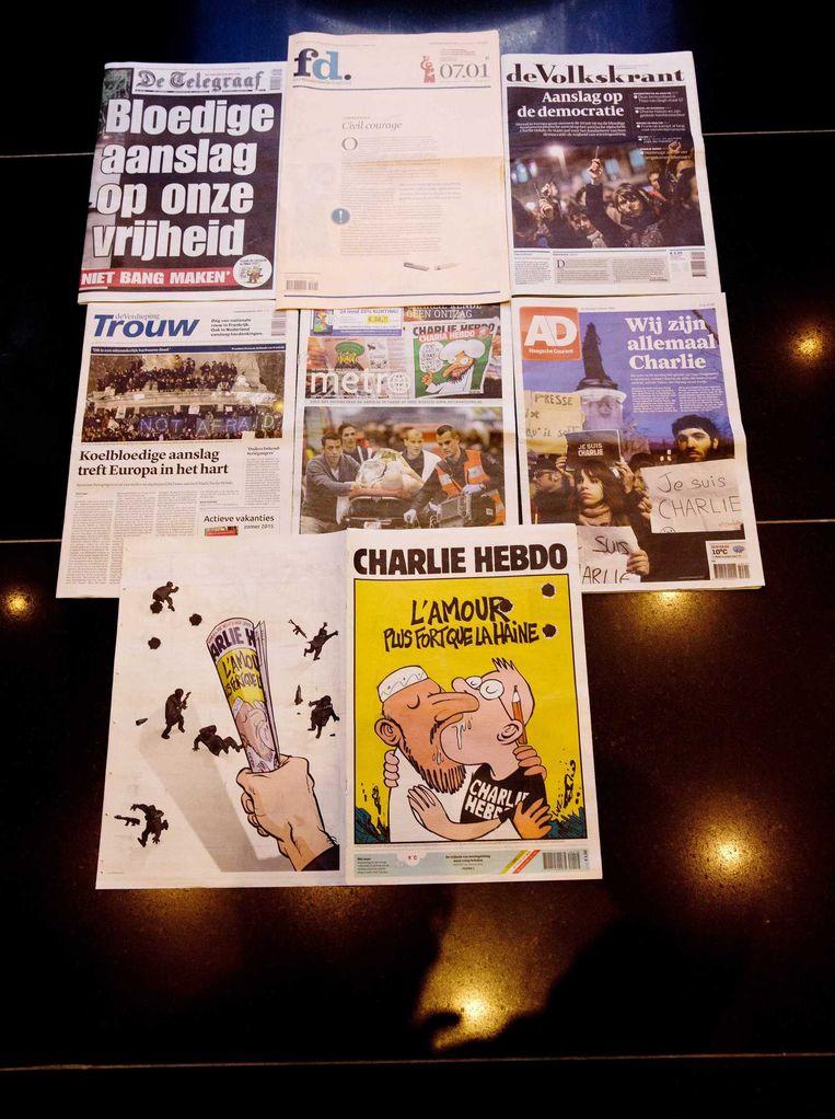 De voorpagina's van de kranten van vandaag. Beeld anp
