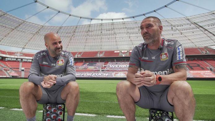Hendrie Krüzen (rechts) en Peter Bosz in het stadion van hun huidige club Bayer Leverkusen