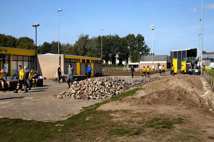Het sportpark met 1 veld heeft HVV nog niet helemaal op orde maar er wordt aan gewerkt en ondertussen ook gewoon gevoetbald.