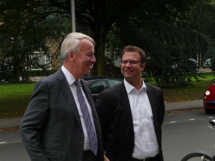 De Tilburgse burgemeester Peter Noordanus op een wijkbezoek in Zorgvlied.