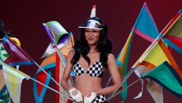 Liu Wen op de catwalk tijdens de jaarlijkse ondergoedshow van Victoria's Secret. Beeld