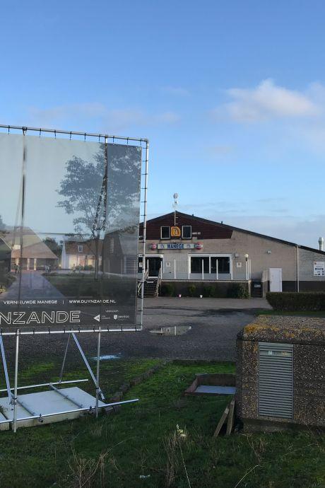 Bij de manege in Nieuwvliet komen vakantiehuizen en dat stuit op verzet: 'Weer een nieuw vakantiepark?'